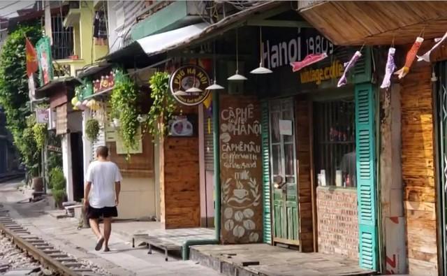 Chùm ảnh: Phố đường tàu Phùng Hưng vắng tanh sau khi cơ quan chức năng vào cuộc - Ảnh 8.