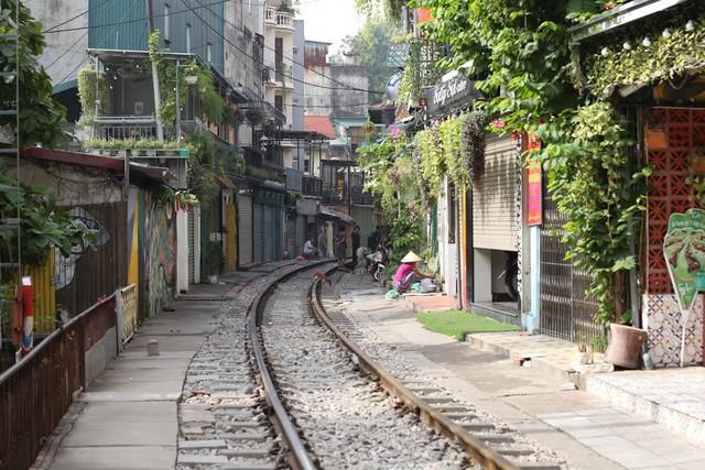 Chùm ảnh: Phố đường tàu Phùng Hưng vắng tanh sau khi cơ quan chức năng vào cuộc - Ảnh 11.