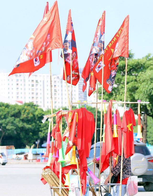 Chảo lửa Mỹ Đình đỏ rực trước trận Việt Nam - Malaysia - Ảnh 14.