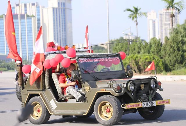 Chảo lửa Mỹ Đình đỏ rực trước trận Việt Nam - Malaysia - Ảnh 15.