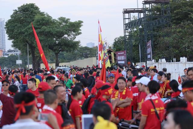 Chảo lửa Mỹ Đình đỏ rực trước trận Việt Nam - Malaysia - Ảnh 5.