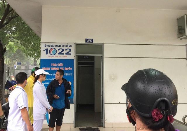 Tài xế xe buýt ở Đà Nẵng tử vong sau tiếng hét lớn trong nhà vệ sinh - Ảnh 1.