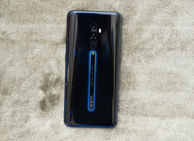7 smartphone có bốn camera sau tại Việt Nam - Ảnh 1.