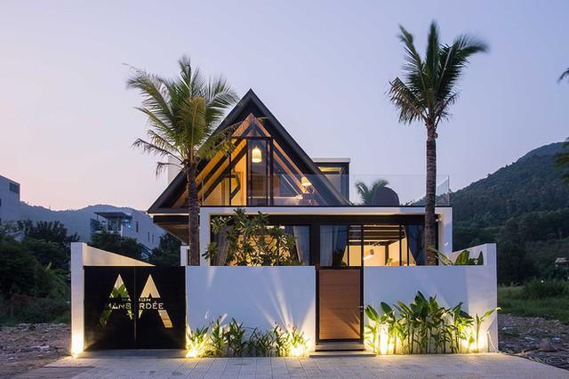 Ngỡ ngàng trước vẻ đẹp ngôi nhà dưới chân núi Sơn Trà - Ảnh 1.