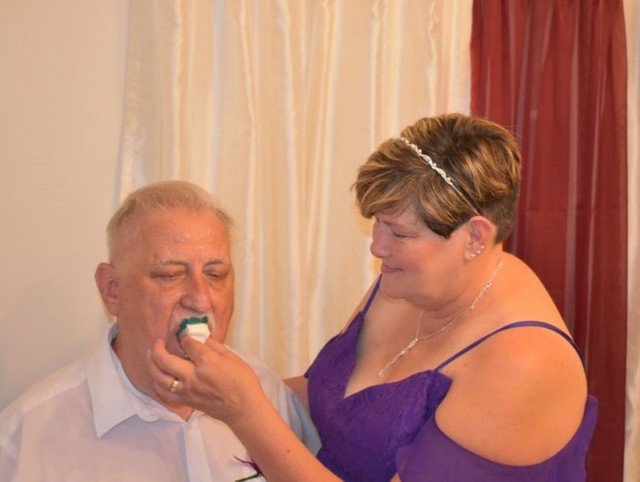 Bỏ 7 triệu đặt bánh cưới, cô dâu nhận về một thảm họa đau tim - Ảnh 1.