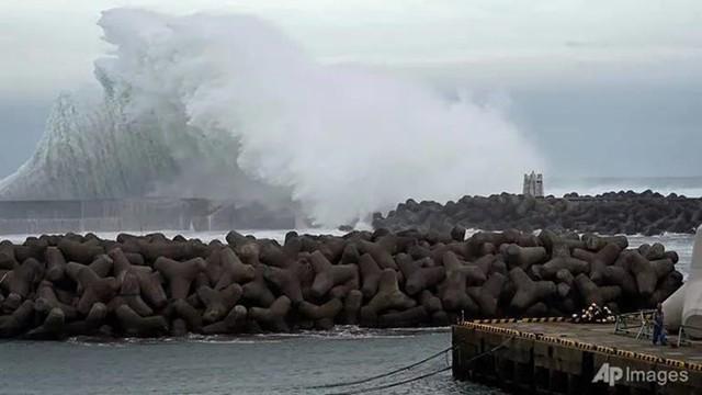Siêu bão Hagibis chưa đổ bộ đã khiến 1 người thiệt mạng ở Nhật - Ảnh 1.