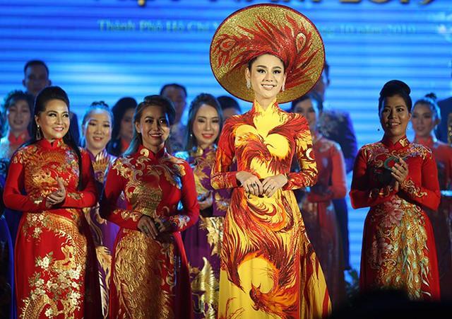Lâm Khánh Chi thay 3 trang phục trong sự kiện - Ảnh 1.