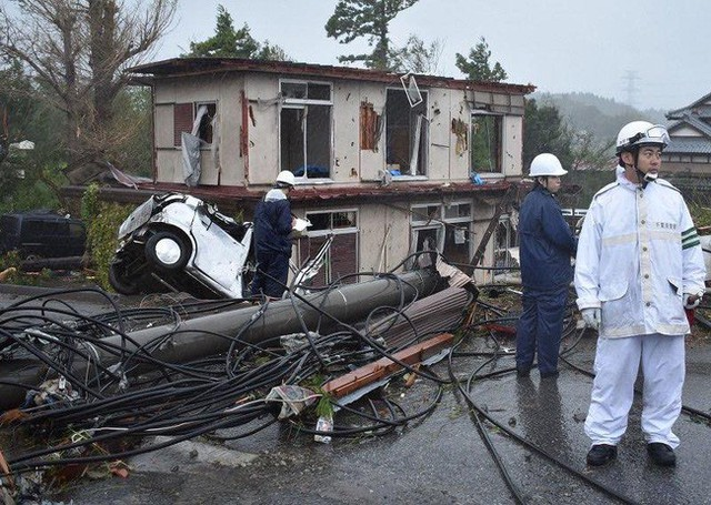 Hình ảnh tang thương của Nhật Bản khi siêu bão châu Á - siêu bão mạnh nhất thế kỷ chưa vào đất liền nhưng đã ảnh hưởng nặng nề - Ảnh 8.