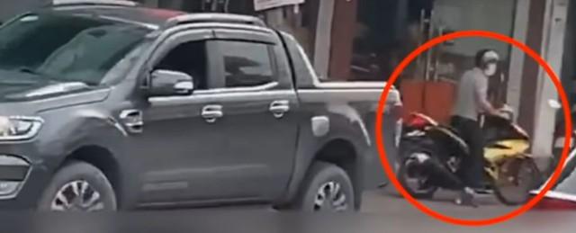 Người đàn ông kể phút lái ôtô đâm thẳng vào tên cướp tiệm vàng - Ảnh 1.