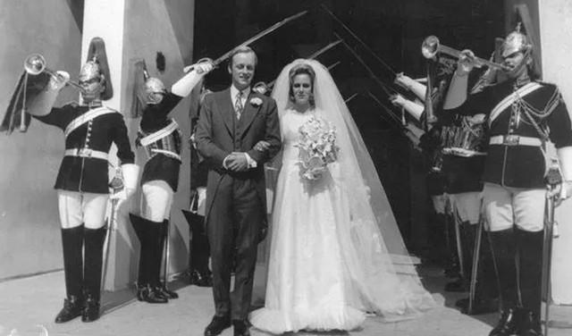 Cuộc hôn nhân đầu 21 năm của bà Camilla, mẹ kế Hoàng tử William - Harry - Ảnh 1.