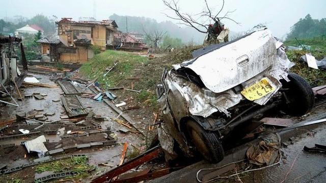 Siêu bão châu Á, siêu bão tàn phá Nhật, 2 người Việt mất tích, ít nhất 19 người chết - Ảnh 1.