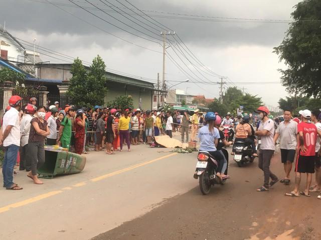 Hàng trăm người dân đổ ra đường xem tai nạn liên hoàn 3 người thương vong - Ảnh 2.