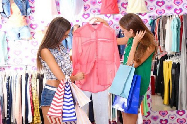 6 kinh nghiệm trả giá và mua hàng các chị em cần nằm lòng để đỡ bị chặt chém - Ảnh 1.