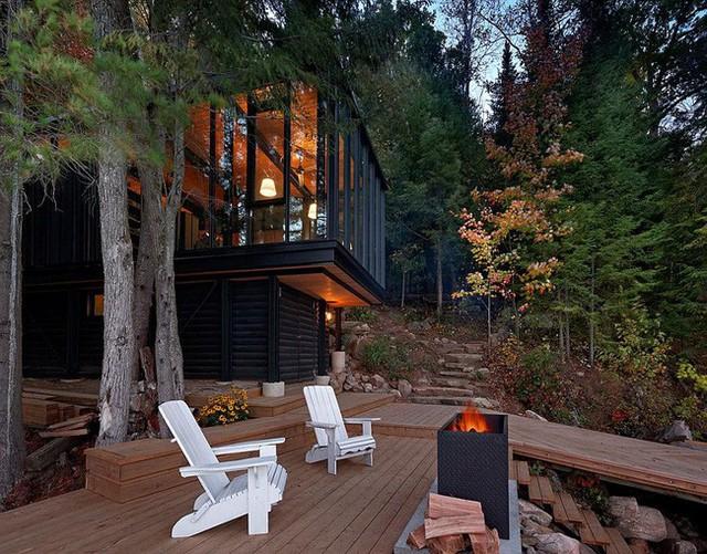 Ngôi nhà lưng tựa núi, mặt view hồ đẹp chất ngất dành cho những ai muốn sống gần thiên nhiên - Ảnh 1.