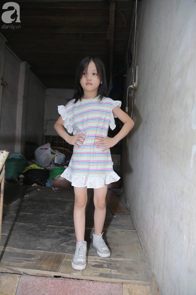 Bé gái 6 tuổi ngủ vỉa hè từng gây bão vì phối đồ chất như fashionista bây giờ ra sao? - Ảnh 4.