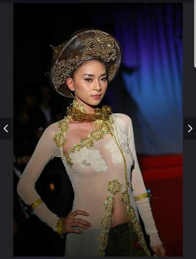 Sau Ngô Thanh Vân, lộ ảnh Ngọc Trinh mặc áo dài không quần và ngồi phản cảm - Ảnh 1.