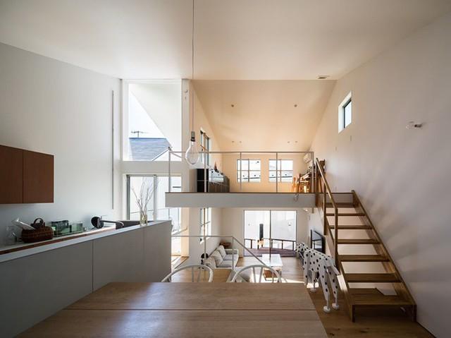 Ngôi nhà có kiến trúc độc đáo gắn liền với thiên nhiên dù vị trí nằm ngay trong phố lớn - Ảnh 17.