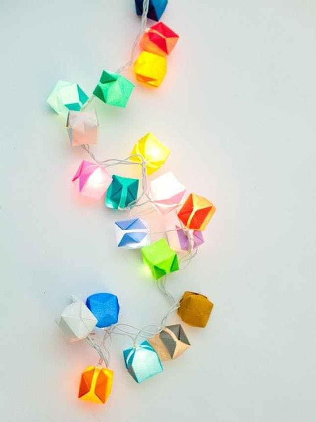 10 ý tưởng biến sợi đèn dây cũ kĩ trở nên rực rỡ, cực đơn giản nhưng khiến không gian lung linh ngoài mong đợi - Ảnh 4.