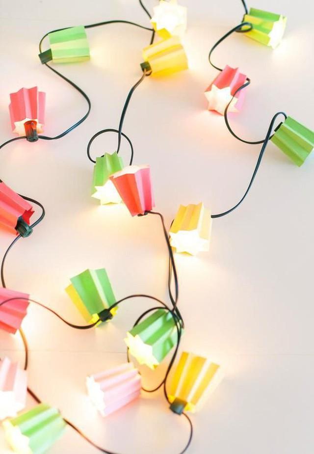 10 ý tưởng biến sợi đèn dây cũ kĩ trở nên rực rỡ, cực đơn giản nhưng khiến không gian lung linh ngoài mong đợi - Ảnh 5.