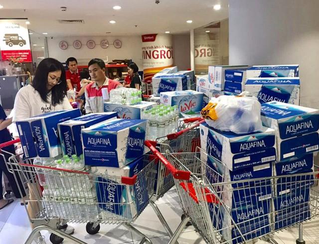 Viwasupco chưa hẹn ngày cấp nước trở lại, dân Hà Nội săn lùng từng lít nước đóng chai - Ảnh 7.