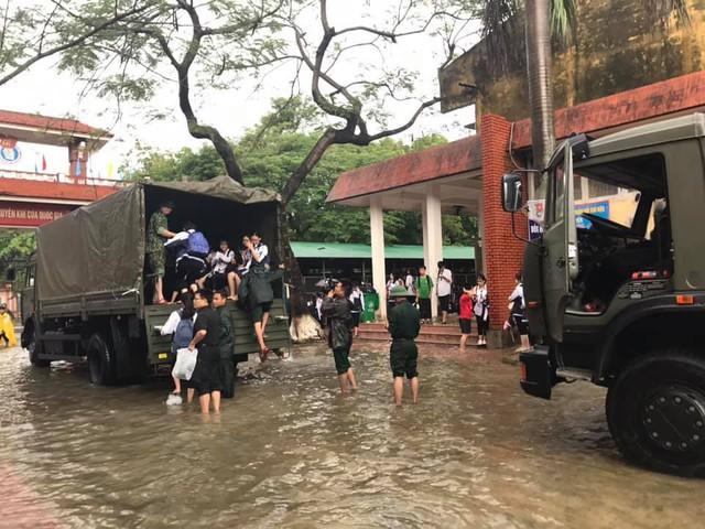 Chùm ảnh trận lụt lịch sử tại TP Vinh - Ảnh 12.