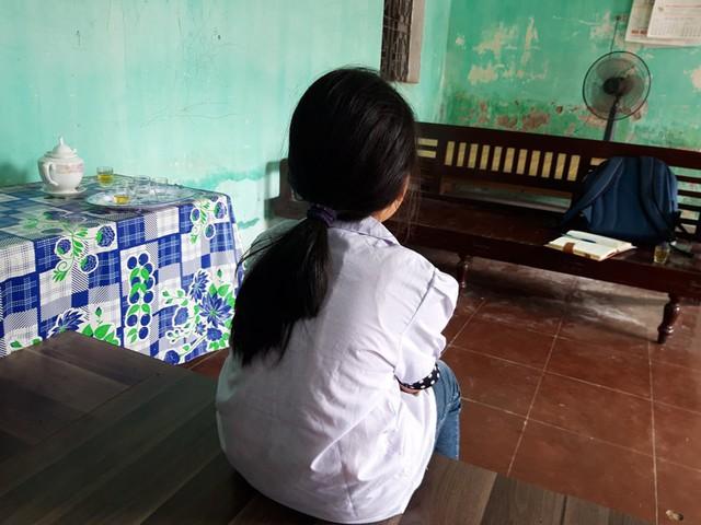 Gia đình sẽ đưa bé gái 7 tuổi tố bị hàng xóm xâm hại đi điều trị tâm lý - Ảnh 1.