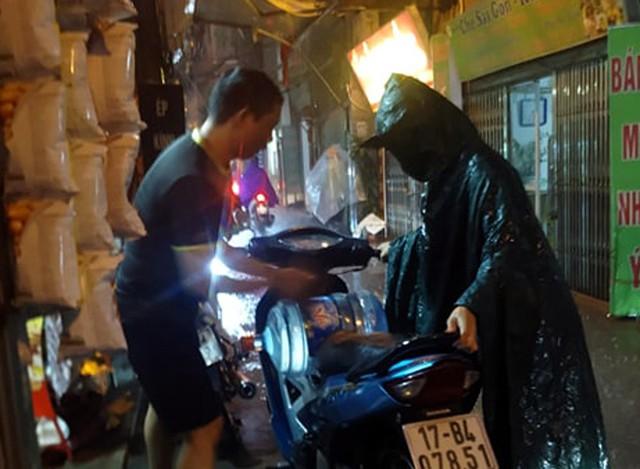 Viwasupco chưa hẹn ngày cấp nước trở lại, dân Hà Nội săn lùng từng lít nước đóng chai - Ảnh 6.