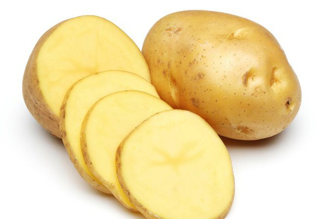 Thái hành không cay mắt chỉ với 1 lát khoai tây - Ảnh 1.