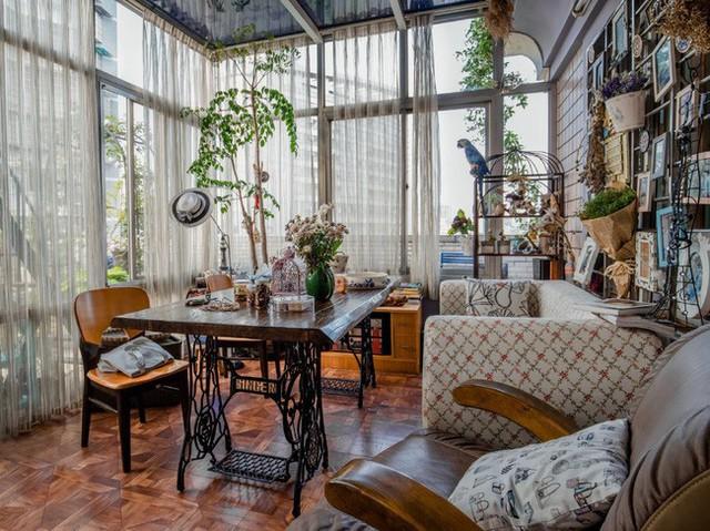 Tận dụng mái nhà bỏ hoang, người phụ nữ 45 tuổi đã biến toàn bộ không gian thành khu vườn địa đàng - Ảnh 12.
