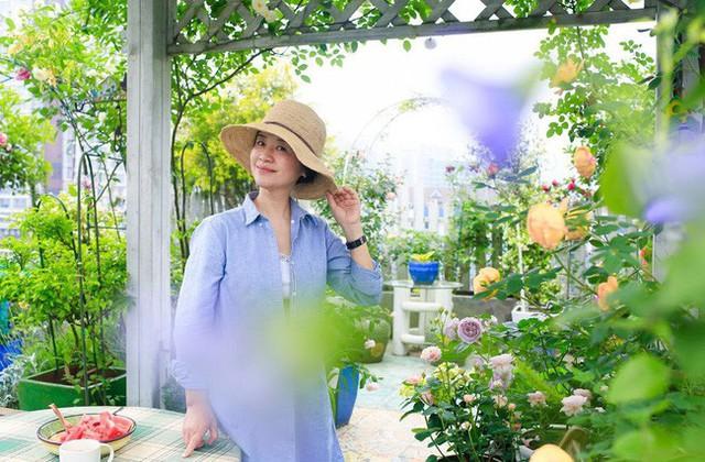 Tận dụng mái nhà bỏ hoang, người phụ nữ 45 tuổi đã biến toàn bộ không gian thành khu vườn địa đàng - Ảnh 15.