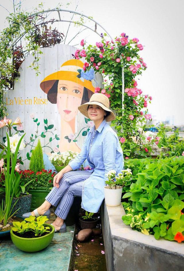 Tận dụng mái nhà bỏ hoang, người phụ nữ 45 tuổi đã biến toàn bộ không gian thành khu vườn địa đàng - Ảnh 17.