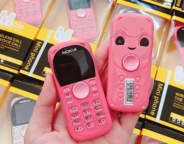 """Điện thoại mini 250.000 đồng/chiếc tràn lan, khách nếm """"quả đắng"""" vì ham đồ siêu rẻ - Ảnh 4."""