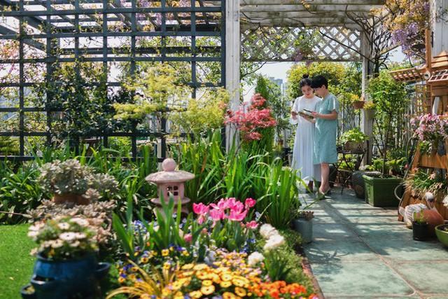 Tận dụng mái nhà bỏ hoang, người phụ nữ 45 tuổi đã biến toàn bộ không gian thành khu vườn địa đàng - Ảnh 8.