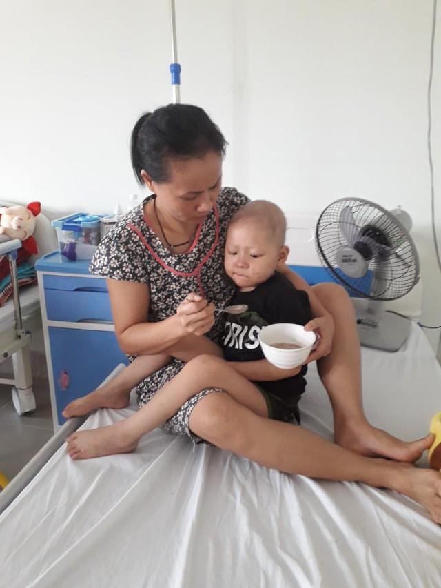 Nghẹn ngào câu nói của bé gái 4 tuổi gồng mình chống chọi với căn bệnh hiểm nghèo - Ảnh 4.