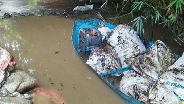 Giữ khẩn cấp hai đối tượng liên quan tới đổ dầu thải nguồn nước nhà máy Sông Đà - Ảnh 1.