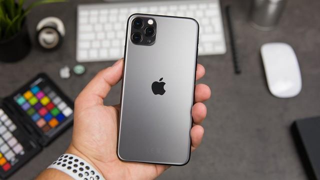 iPhone 11 giá giảm 'kịch sàn', nhiều cửa hàng ngừng kinh doanh - Ảnh 1.
