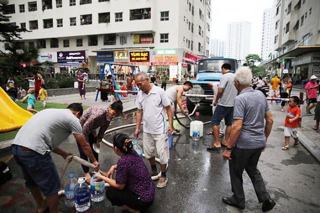 Sẽ xét nghiệm miễn phí cho người dân Hà Nội bị ảnh hưởng bởi sự cố nước sạch sông Đà - Ảnh 1.