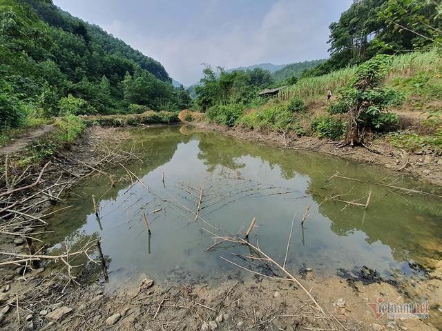 Mùi khủng khiếp ở đồi Mông, nơi xả thải xuống nhà máy nước sông Đà - Ảnh 18.