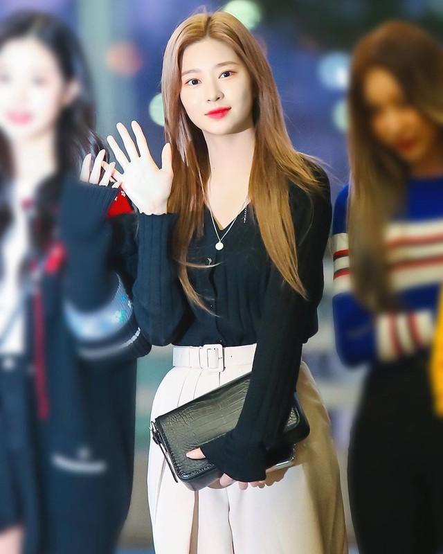 4 kiểu diện cardigan của idol Hàn, chị em chớ bỏ qua khi mùa lạnh dần đến - Ảnh 8.