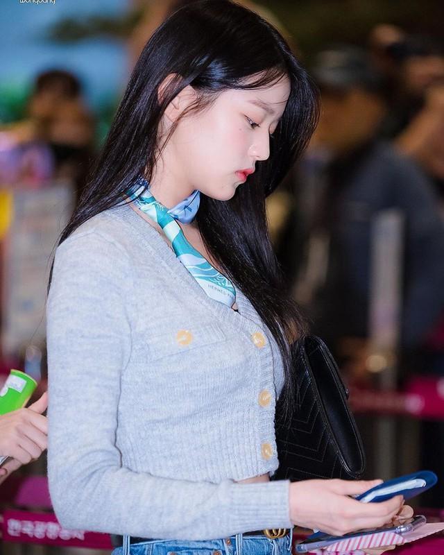 4 kiểu diện cardigan của idol Hàn, chị em chớ bỏ qua khi mùa lạnh dần đến - Ảnh 9.