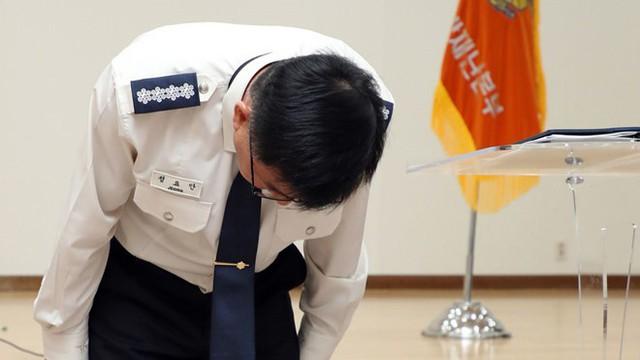 Cách chức 2 cảnh sát để lộ tin Sulli treo cổ tự sát ở nhà riêng - Ảnh 1.