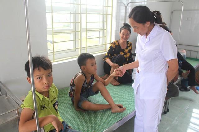 Hải Dương: Nhiều học sinh tiểu học nhập viện chưa rõ nguyên nhân - Ảnh 2.