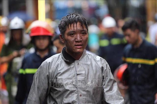 Chiến sĩ PCCC lao vào đám cháy cứu nam thanh niên 17 tuổi: Tôi không phải người hùng, vì mình tôi không thể cứu sống em ấy - Ảnh 3.