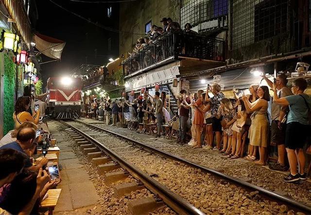 Dân phố cà phê đường tàu đề nghị được tiếp tục kinh doanh  - Ảnh 1.