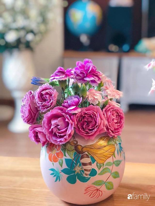 Ngày 20/10 ghé thăm không gian sống quanh năm thơm ngát hương hoa của người phụ nữ Hà Thành - Ảnh 39.