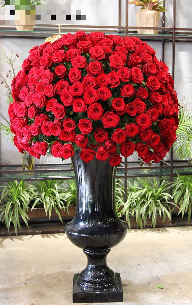 Đây là 9 bình/lẵng hoa đắt khủng khiếp trong ngày 20/10 mà nhiều chị em đã được tặng - Ảnh 5.