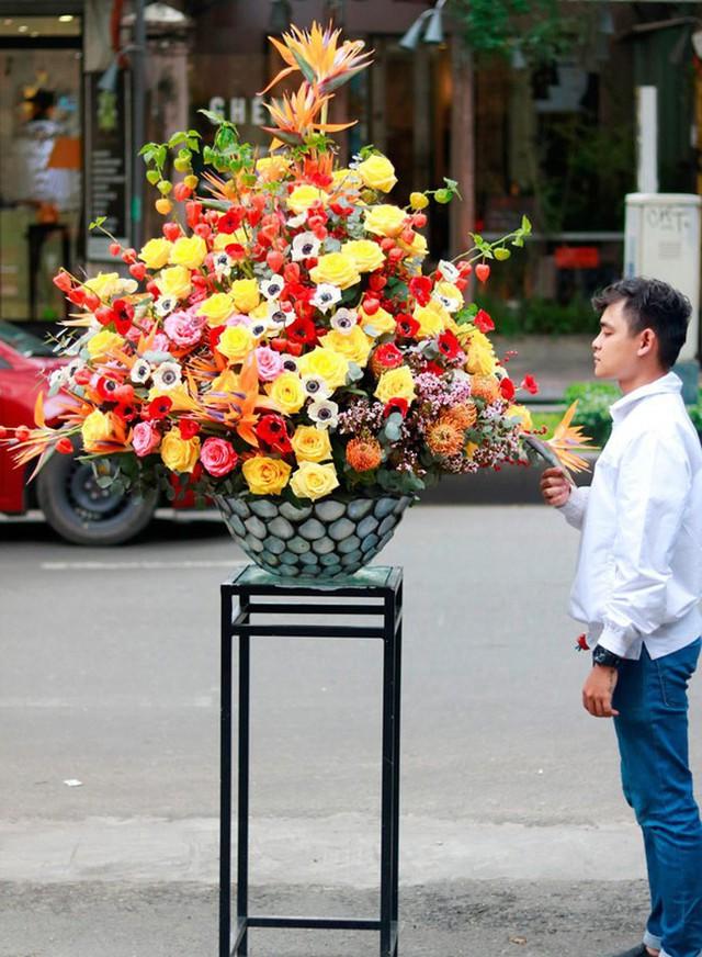 Đây là 9 bình/lẵng hoa đắt khủng khiếp trong ngày 20/10 mà nhiều chị em đã được tặng - Ảnh 6.