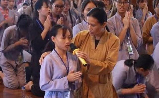 Vụ thỉnh vong, giải oan gia trái chủ chùa Ba Vàng: Không đúng tinh thần cứu khổ cứu nạn của Phật giáo - Ảnh 2.