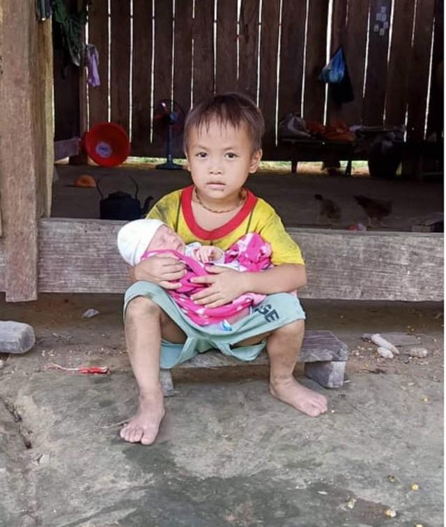 Xót xa hoàn cảnh mẹ vừa sinh xong bị liệt, con thơ khát sữa uống nước cơm qua ngày - Ảnh 3.