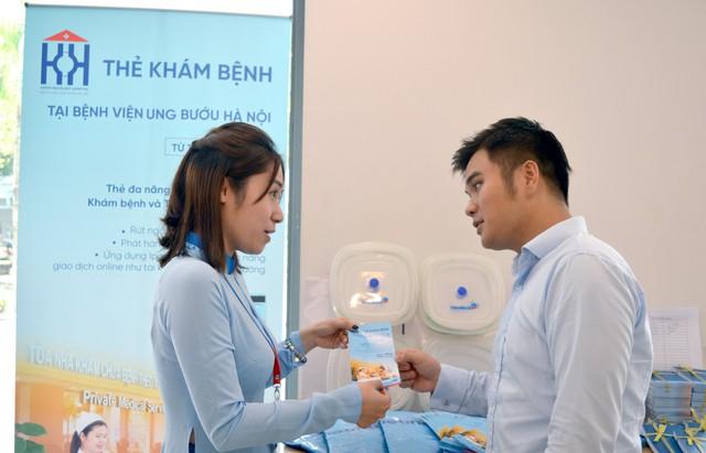 Khai trương Dịch vụ Thanh toán viện phí không dùng tiền mặt tại Bệnh viện Ung Bướu Hà Nội - Ảnh 3.
